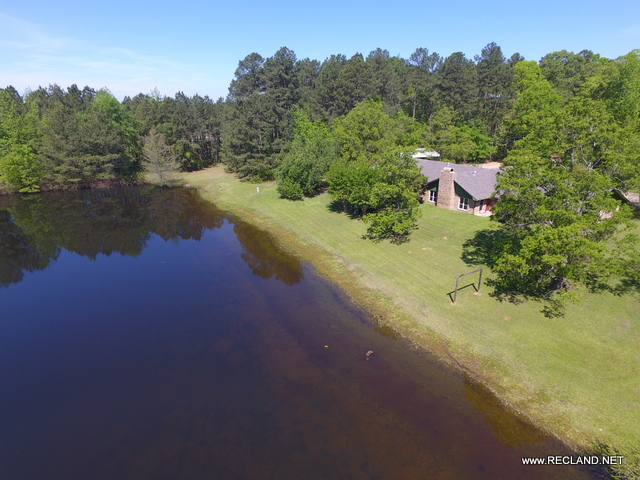 LA - Claiborne - Timberland & Recreation Tract with Large Lodge & Pond